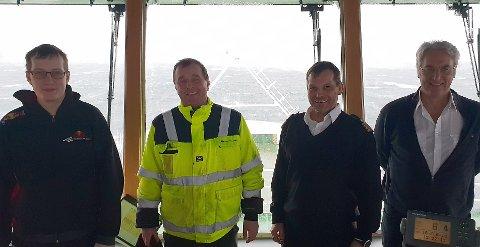 Mannskapet på MS Vardehorn kunne ikke legge til kai i Kjøpsvik på grunn av strømbrudd. Fra venstre: Matros Jarle Danielsen, matros Trond Pedersen, kaptein Martin Paulsen og maskinssjef Aran Johansen.