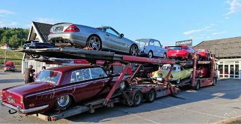 NYTT OG GAMMELT: Bilene som ble beslaglagt er både veteraner og nyere biler. De representerer store verdier.