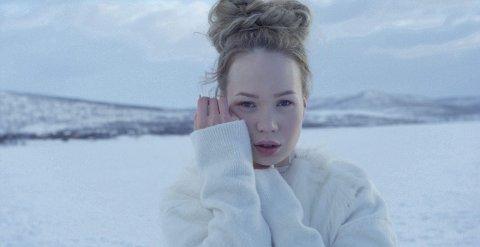 Nesseby-jenta Agnete Johnsen dropper å møte pressen og fansen før Eurovision Song Contest.