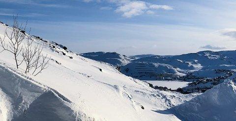 VARER IKKE: Skynd deg å nyt sola mens du kan. Her fra Hammerfest søndag formiddag.Sol i Hammerfest