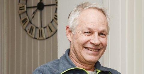 Glad i Aurskog: Med unntak av noen år i Oslo, har Gisle Skjønhaug bodd i Aurskog hele livet. Røttene stikker dypt, og han er knyttet til bygda si. Mulighetene til fritidsaktiviteter er mange, og han liker å holde seg i form, på mosjonsnivå, ifølge eget utsagn.Foto: Jarle Pedersen
