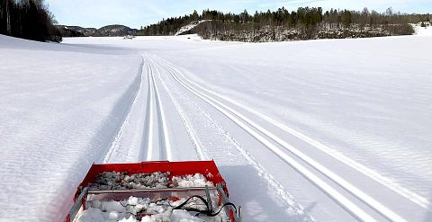 NYOPPKJØRT: Snøen på jordene omkring Holmestrand er ennå farbar på ski. Foto: IS Botneløyper
