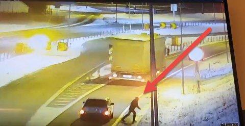 Mannen som forsøkte å unndra seg kontroll på Svinesund ble fanget opp på kamera.