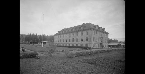 DEN GANG DA: Bildet er merket med Strinda Sykehus, juni 1935. Nå blir det studentboliger.