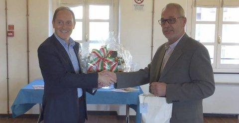 Samtaler: Ordfører Rune Høiseth, til høyre, sammen med Andoras ordfører Mauro Demichelis under et møte i Andora tirsdag. Foto: Privat