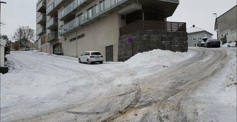 KREVENDE: Mange vet at de ikke skal prøve seg på bakken opp bak den gamle brannstasjonen uten en skikkelig skodd bil.