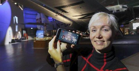 Linda Skipnes Strand viser fram applikasjonen Bædi & Børdi.