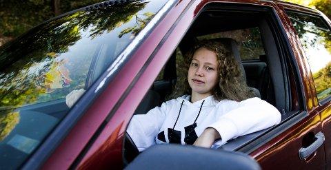 RÅNER: Hilde Cathrin (18) mener folk ser ned på rånere: – Vi skulle ønske folk hadde et bedre syn på oss.