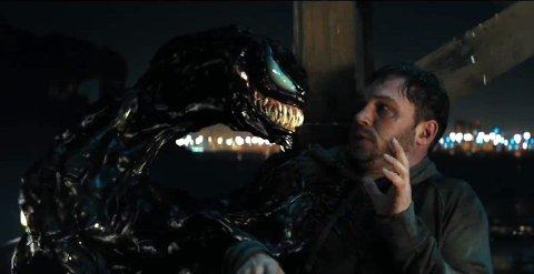 VENOM: Tom Hardy havner i alvorlig trøbbel når han infiseres som følge av et høyst betenkelig biologisk eksperiment.