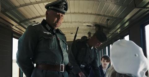 TYSK OFFISER: I sin rolle i filmen spiller Bjørn Iversen nok en gang tysk offiser slik han også gjorde i Gulosten.