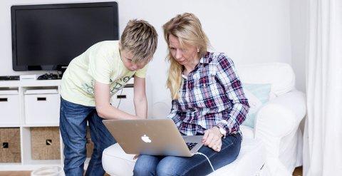 Nylig datt eldstesønnen Sven ned fra et tre og skadet nyren. Noen kritiserte Anne Brith for å dele for mye av sykehistorien på bloggen.