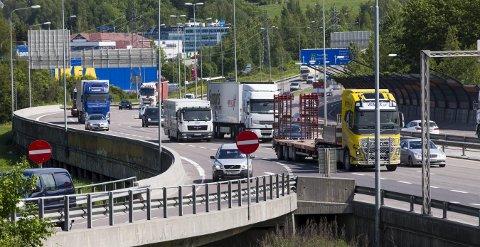 FÆRRE UHELL: Kvinnelige lastebilsjåfører er involvert i få uhell og ulykker.  FOTO: NTB scanpix