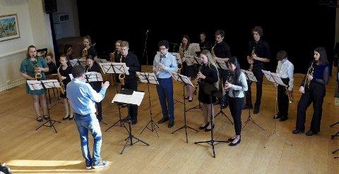 Felles oppvisning: De dyktige musikerne vise fram sine ferdigheter i et felles nummer innledningsvis i ensembelkonserten. Alle foto: Svein-Ivar Pedersen