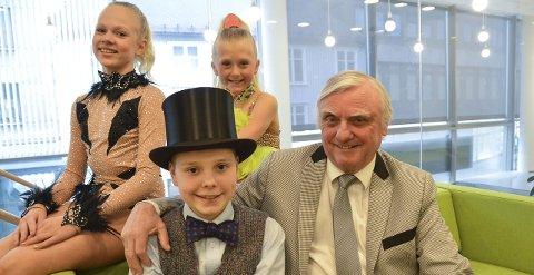 Skal til andebu også: Bjørn Haldorsen skal lage show med blant andre Amalie Theodorsen Dahl (f.v.), Isabella Øverland og Sebastian Alexander Carl.