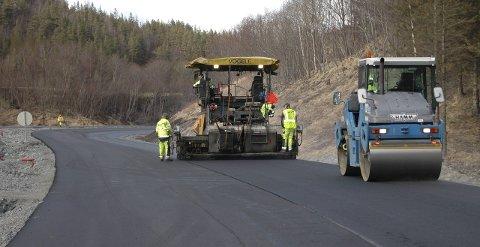 Asfaltprogram: Drøyt 55 kilometer med riks- og fylkesveier på Nordmøre skal få nytt dekke i løpet av dette året. Illustrasjonsfoto