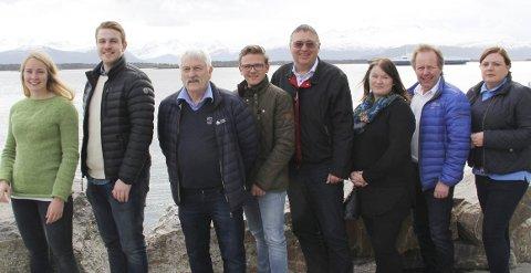 KRETSSTYRET: Fra venstre Guri Hoem, Ørjan Dimmestøl, Rune Skavnes, Anders Løkken, Kåre Sæter, Bente Grudt, Mikal Skodjereite og Britt Engvik Hjelle.