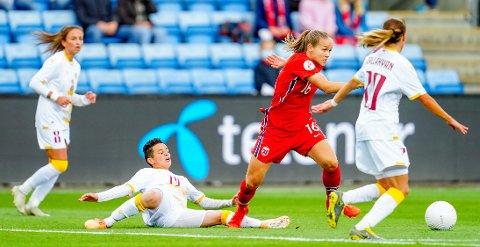 Sunndalingen Guro Reiten i aksjon under VM-kvalifiseingskampen mellom Norge og Armenia på Ullevaal stadion.