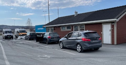 PARKERT: Kjører du forbi Rinnleiret med et kjøretøy som er begjært avskiltet går alarmen hos Statens vegvesen. Tre biler ble tirsdag  avskiltet på stedet på grunn av ikke godkjent EU-kontroll.