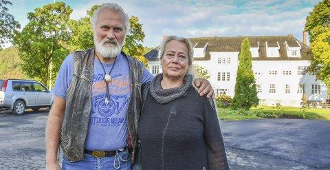 Vaktmester Jens Arild Nordheim tok med seg kona og Aud Nordheim da han skulle møte rektor Line Marie Poppe etter flaggnekten.