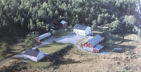 Tommel opp: Hele kommunestyret er enige i at Jan Arne Jensen skal få lov til å fradele en tomt med et hus på eiendommen sin.