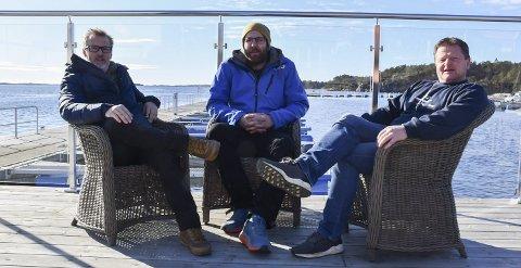 Satser på Hagefjordbrygga: Calle Børresen, Sven Voelzke og Frode Hansen vil lage gourmet-restaurant. Velforeningen på Sandøya savner flere avklaringer. Foto: Olav Loftesnes