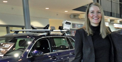 MILLIONSALG: Marte Helleland og kollegene i Møller Bil i Vestfold har levert 42 nye Audi Q7 siden årsskiftet, og flere er på vei inn i landet.