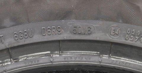 5016 indikerer at dekket er produsert i uke 50 i 2016.