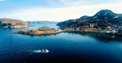 PÅLEGG: Kamøy Fisk AS har fått pålegg om å først merke, senere fjerne anlegget for levendelagring av fisk i Risfjorden ved Kamøyvær.
