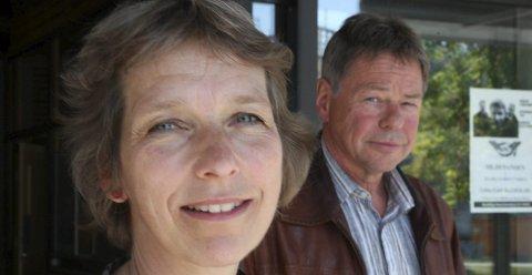 KJENT: Arild Melvær og professor Berit Berg er gamle kjenningar. Her frå sist Berg forska på innvandring i Flora for nokre år sidan. Arkivfoto: Olav Hatlemark