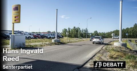 Bommen i Dikeveien skal plasseres i i sørenden, like ved krysset med Evjebekkveien. Men det er en av de tingene lederen for Borge/Fredrikstad/Kråkerøy Senterparti vil diskutere på nytt.