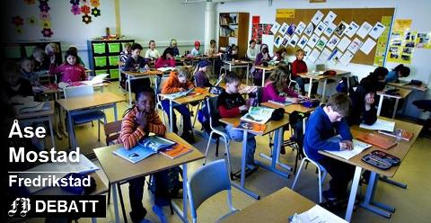 Åse Mostad forteller på rim om det hun mener IKKE rimer ved Fredrikstads skoler. Arkivbilde/illustrasjon.