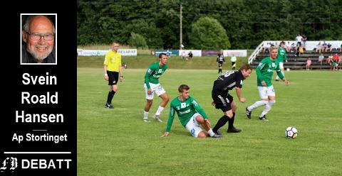 Selbak og Østsiden i hard duell.  Svein Roald Hansen mener ventetiden snart må være over også for spillere i 3. divisjon og nedover.