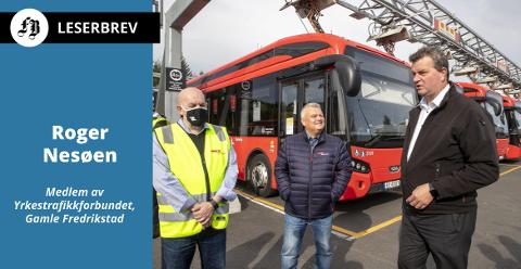 LO-Leder Hans-Christian Gabrielsen t.h. og forbundsleder Jørn Eggum møtte streikende bussarbeidere på Ulven i Oslo mandag. Tillitsvalgt Annstein Garnes tv.