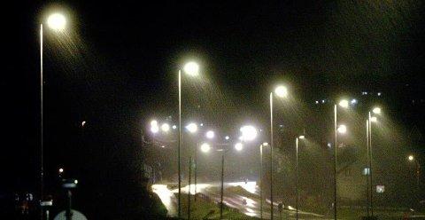 Gatebelysningen blir ikke slukket helt, men dimmes ned i Fredrikstad lørdag kveld.