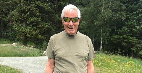 SPREK 79-ÅRING: Ålgårdbuen Kåre Lima sier han legger ned opptil flere gåturer til dagen i området rundt Melsvatnet: – Det er utvilsomt en spesiell plass for meg, sier han.