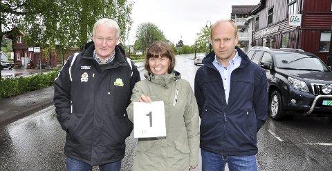 SENTRUMSLØP: Harald Bjøralt (Gran IL), Kari Framstad Lokrheim (Gran Handel og Håndverk) og Knut Magnus Lund (Gjensidige Hadeland) er klare for ung løpsfest under Gladagene.