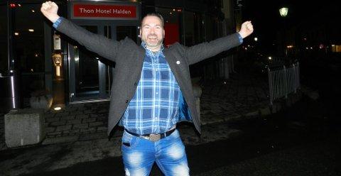 Jubler: Martin Gundersen i Brygga kultursal er glad for den store suksessen årets sommershow har hatt.