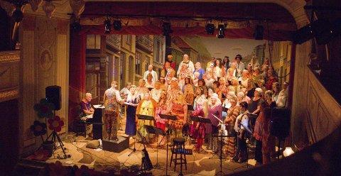 «flower power»: 80 mennesker i koret PicoCanto, band og solister imponerte publikum under sine «flower power»-konserter fredag og lørdag.alle foto: Kristine aas