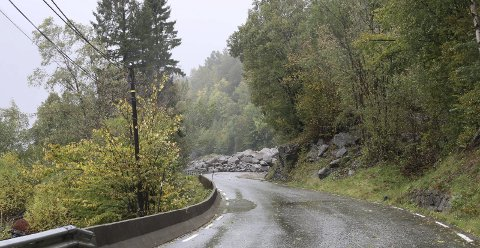 Riksveg 13 ved Byrkjenes har vart stengt onsdag føremiddag. No vert det kolonne kvar time.