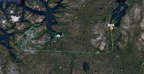 OVERFLYGNING: Alta lufthavn er ikke den enkleste å lande på om dagen. Her sirkulerte SAS-fly noen runder over Alta før det måtte fly til Lakselv og lande der mandag ettermiddag.