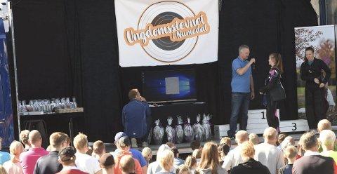SUKSESS: Over 1.000 personer var på Ungdomsstevnet i skyting, som ble arrangert i Veggli og Flesberg. Her fra søndagens finale i Flesberg hvor Halvor Kongsjorden er speaker.