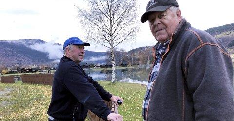 Mykje vatn: Johan Hølmo og Kristian Gudbrandsstuen har ikkje sett elva så stor sidan 1958.