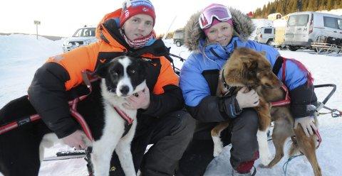 IMPONERT: Jan Kåre Heiberg var imponert over storesøster Eirins innsats i Mush Synnfjell, Her sammen med hundene Pinto og Moskus. FOTO: ØYSTEIN RINGSVEEN