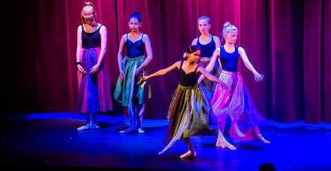 """ALLSIDIG: På kulturskolen skjer det mye. Med 400 dansere og fire forestillinger ble """"Welcome to America"""" imponerende oppsettinger på kulturskolens finale-opptreden for 2019 danseelevene ved Kulturskolen i Ås."""