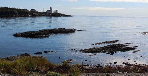 Brukerutvalget for Langøytangen fyr med Grenland Dykkerklubb, har fått tillatelse av Kystverket til å legge kloakkledning i sjøen fra Langøya over til pumpestasjonen i Furustranda i Langesund.