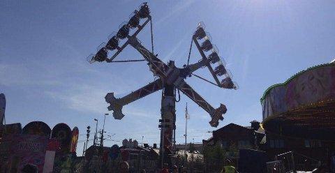 Tivoli: Man kan kjenne at det kiler i magen i attraksjonene på tivoliet under Vännäsdagarna. Foto: Vännäs kommune