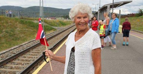 Suste forbi: «Toget gikk altfor fort forbi Sande», skriver Ellen Stampe, som var til stede på Sande stasjon torsdag i forrige uke.