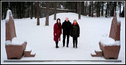 Til Kulås: Therese Thorbjørnsen (Ap), ordfører Sindre Martinsen-Evje og Gøril Eilertsen (H), ser for seg at skulpturen av dronning Astrid skal plasseres langs skulpturstien i Kulåsparken.
