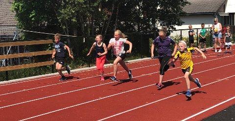 Over 100 deltok i mesterskapet på lørdag. En av øvelsene var 60 meter. (Foto: Gaute Henriksen)