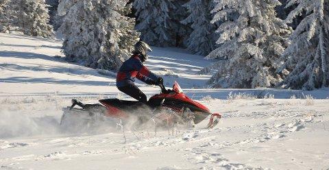EN TRUSSEL: Ulovlig kjøring i naturen er en trussel mot det friluftslivet mange i Norge er så glad i, mener Norsk Friluftsliv.